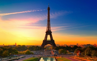 eiffel-tower-at-sunrise-3554x1999