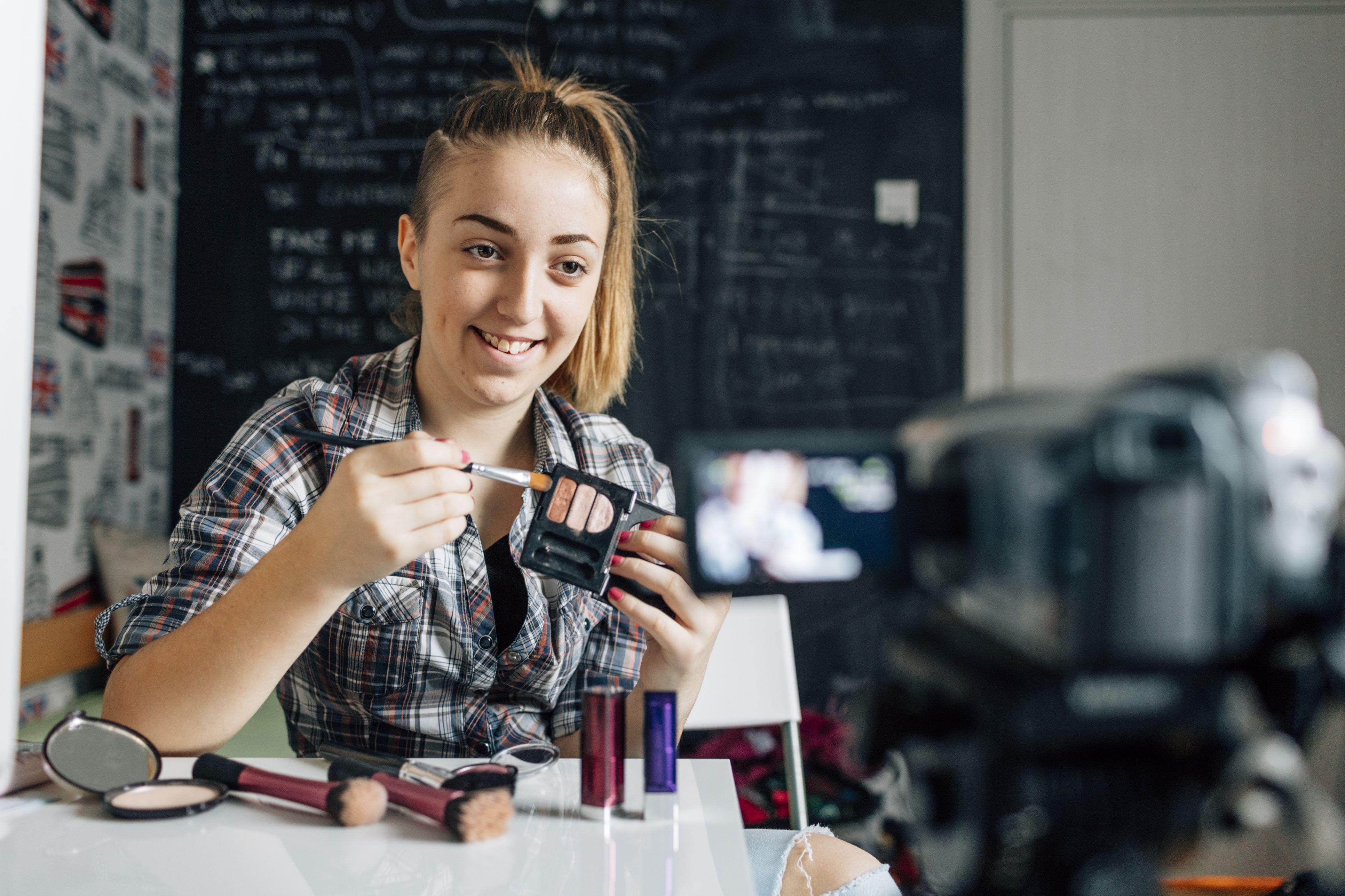 teenage-girl-making-her-video-blog-495252898-57c4a7ac3df78cc16eca0f8d